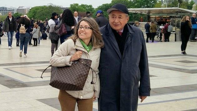 Ein krone.at-Leser entdeckte Richard Lugner mit seiner Andrea in Paris - und knipste ein Foto. (Bild: privat)