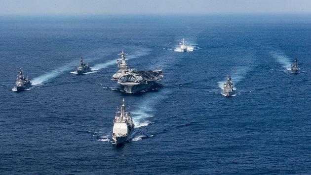 Der Flottenverband rund um den Flugzeugträger USS Carl Vinson (Bild: AFP)