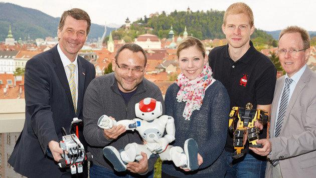 H. Bischof, G. Steinbauer (TU Graz), J. Nitsch, S. Loigge und F. Schmöllebeck (FH Technikum Wien). (Bild: Peter Melbinger/TU Graz)