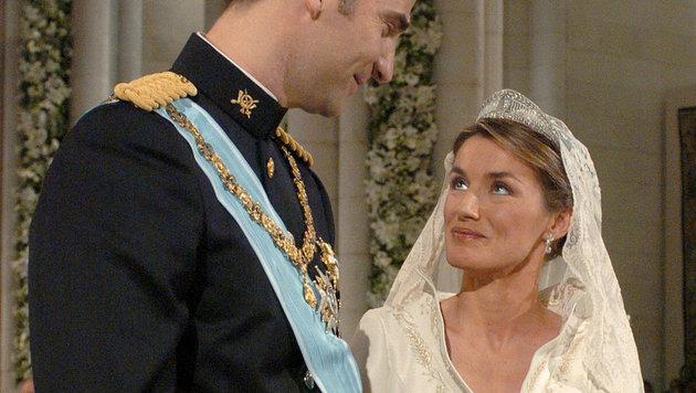 Im Mai 2004 heiratet Kronprinz Felipe die TV-Journalistin Letizia Ortiz. (Bild: AFP)