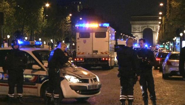 Champs-Elysees: Hier liefen Menschen um ihr Leben (Bild: AP)
