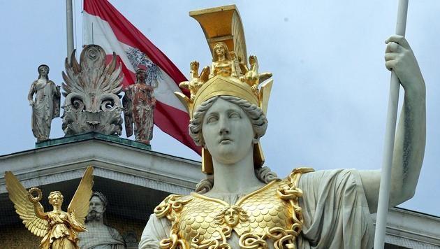 """Demokratie bald """"out""""? Zwei Drittel unzufrieden (Bild: APA/Roland Schlager)"""