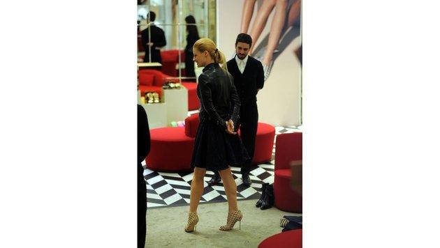 Michelle Hunziker beim Schuh-Shopping in Mailand. (Bild: Viennareport)