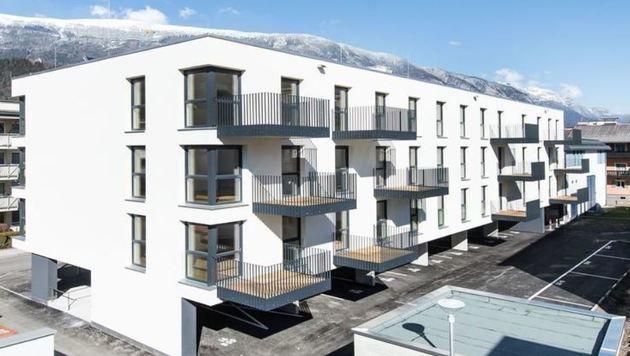 5-Euro-Bau in Schwaz: Für 18 Wohnungen gibt es 14 Parkplätze, die extra zum Mieten sind. (Bild: Neue Heimat Tirol)