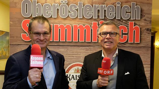 """""""OÖ-Krone""""-Chefredakteur und ORF OÖ-Programmchef Reinhard Waldenberger (von links) moderierten. (Bild: Kronen Zeitung/ Chris Koller)"""
