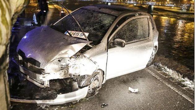 Der  Toyota an der Salzachböschung. (Bild: Markus Tschepp)