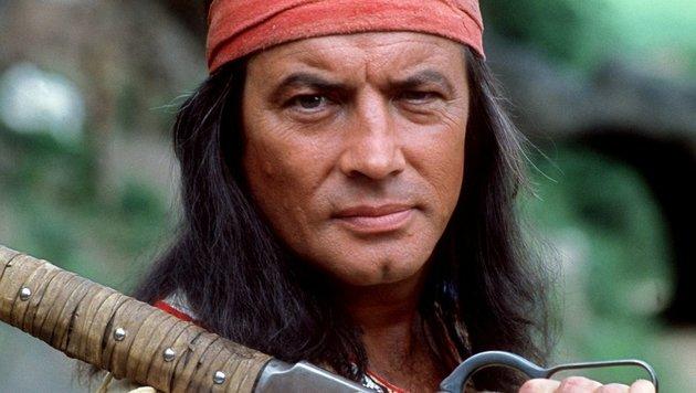 Schauspieler Pierre Brice in seiner Paradrolle des Apachen Winnetou. (Bild: AFP)