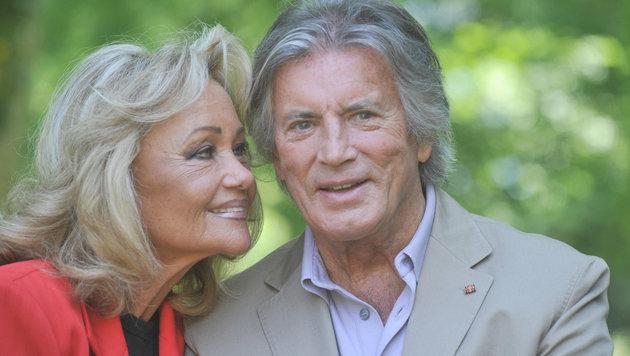 Pierre Brice und Ehefrau Hella am 30.05.2011 in Kirchheim (Bild: APA/Felic Hörhager/dpa)