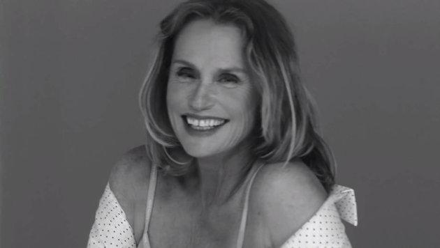 Lauren Hutton lacht im Calvin-Klein-Werbespot von Sofia Coppola. (Bild: Viennareport)