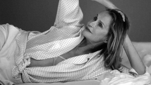 Lauren Hutton wirbt für Unterwäsche. (Bild: YouTube.com)