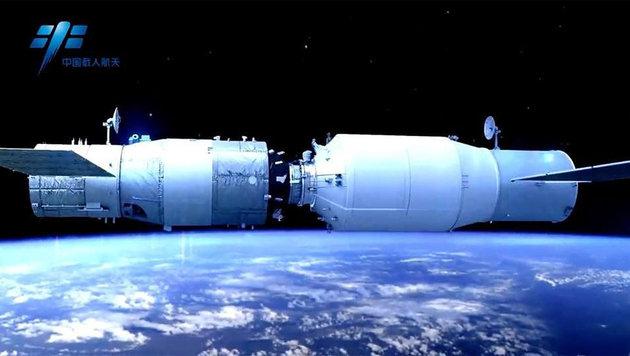 "Illustration: ""Tianzhou-1"" dockt am ""Himmelspalast"" an. (Bild: CMSE)"