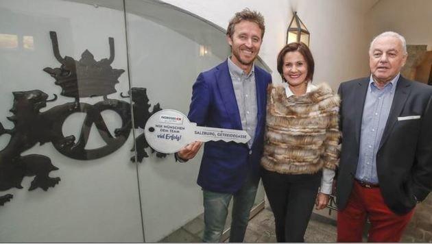 Christian und Regina Wieber mit Roland Feichtner (Bild: Markus Tschepp)