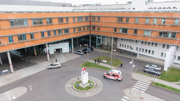 Der kleine Kilian musste mehrere Wochen in der Uniklinik Linz behandelt werden (Bild: fotokerschi e.U. Werner Kerschbaummayr, Weilling 12, 4490 St. Fl)