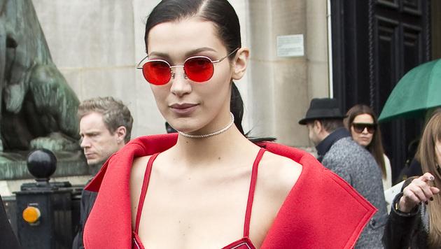 Bella Hadid liebt ihre roten Sonnenbrillen. (Bild: Viennareport)