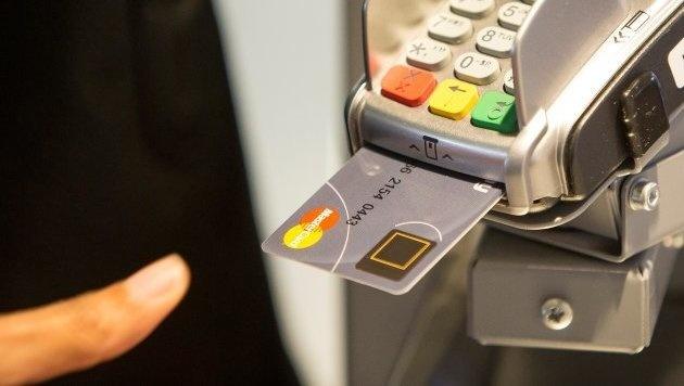 Kreditkarte mit Fingerabdruck-Sensor vorgestellt (Bild: Mastercard)
