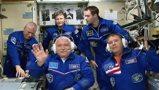 Die aktuelle Mannschaft der ISS (die neuen Crew-Mitglieder im Vordergrund) (Bild: NASA TV)
