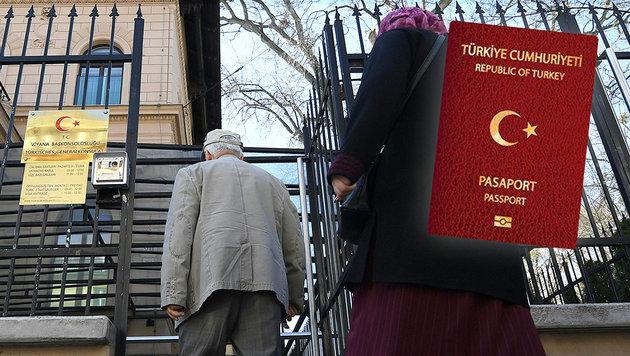 Zweitpass zurück! Türken stürmen nun die Konsulate (Bild: APA/Helmut Fohringer, Karl Schöndorfer)