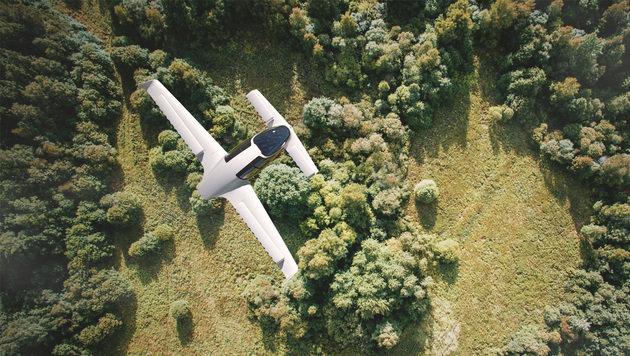 Nach einer Landepiste muss der Senkrechtstarter nicht extra suchen, er kann auch auf Wiesen landen. (Bild: Lilium Jet)