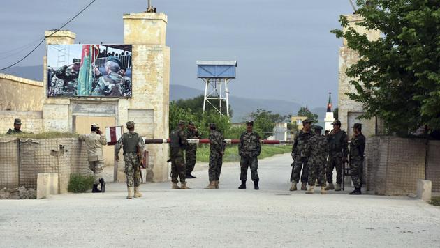 Afghanistan: 50 Tote bei Angriff auf Militärbasis (Bild: AP)