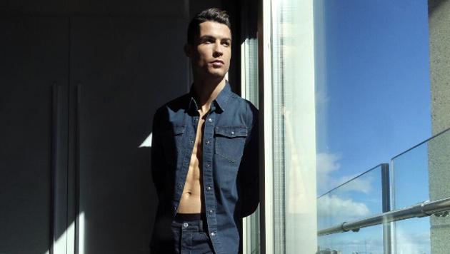 Cristiano Ronaldo modelt gerne und bringt nun eine Jeans-Kollektion auf den Markt! (Bild: instagram.com/Cristiano Ronaldo)