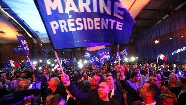 Anhänger von Le Pen (Bild: EPA)