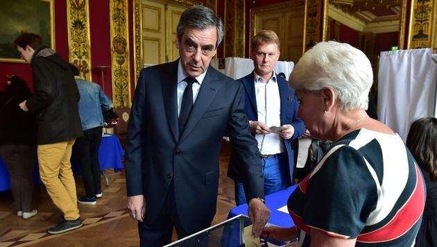 Der konservative Kandidat Francois Fillon bei der Stimmabgabe (Bild: AFP)