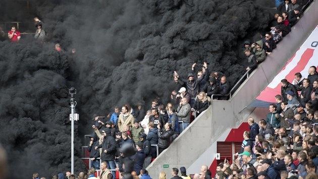 Rauchbombe im PSV-Stadion gezündet: 15 Verletzte (Bild: AFP)