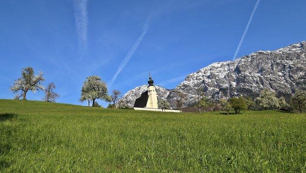 Die Wiesen saftig grün, die Berge noch in Schnee gehüllt, so präsentiert sich das Salzkammergut. (Bild: Marion Hörmandinger)