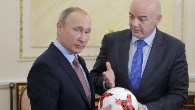Wladimir Putin und FIFA-Boss Gianni Infantino (Bild: AFP)