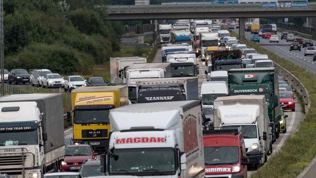 Typisch auf der Westautobahn, hier bei bei Haid: Nach einem Unfall steht binnen Minuten alles still (Bild: fotokerschi.at)