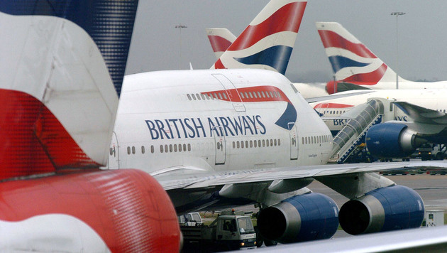 British-Airways-Pilot wirft Paar aus dem Flugzeug (Bild: AP)