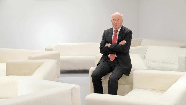 Kunstuni-Rektor Reinhard Kannonier im Sofa-Hörsaal (Bild: Horst Einöder)