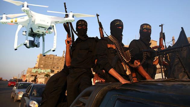 Drohnen-Terror: DJI richtet Flugverbotszonen ein (Bild: AFP, DJI, krone.at-Grafik)