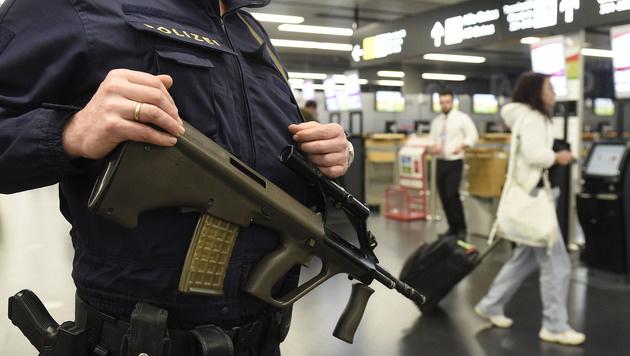 Soldat konsultierte nach Festnahme in Wien Berater (Bild: APA/HELMUT FOHRINGER)