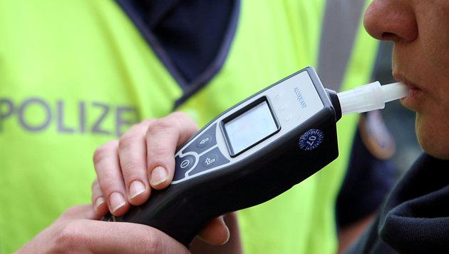 Mit einem Alkomat wurde der Alkoholisierungsgrad der mutmaßlichen Unfalllenkerin festgestellt (Bild: rubra)