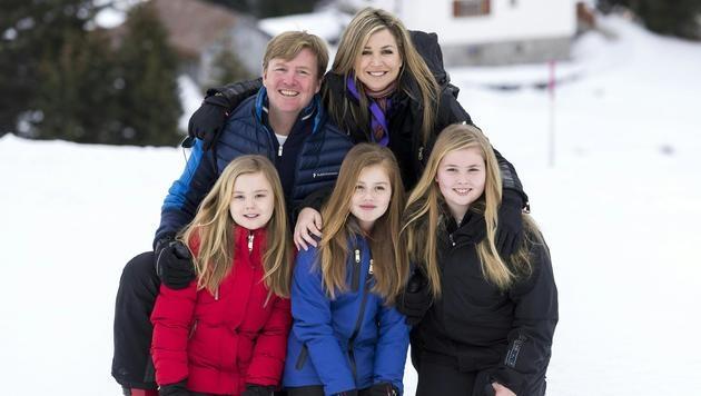 Die niederländischen Royals bei ihrem jährlichen Skiurlaub in Lech (Bild: APA/DIETMAR STIPLOVSEK)
