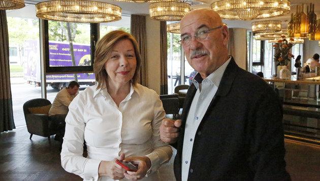 Conny Bischofberger mit Otto Retzer (Bild: Kronen Zeitung)