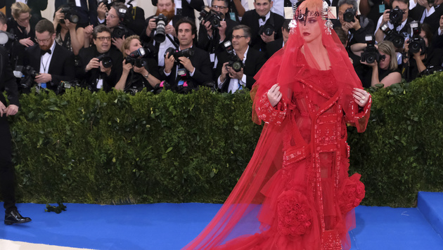 Lady in Red: Katy Perry (Bild: 2017 Invision)