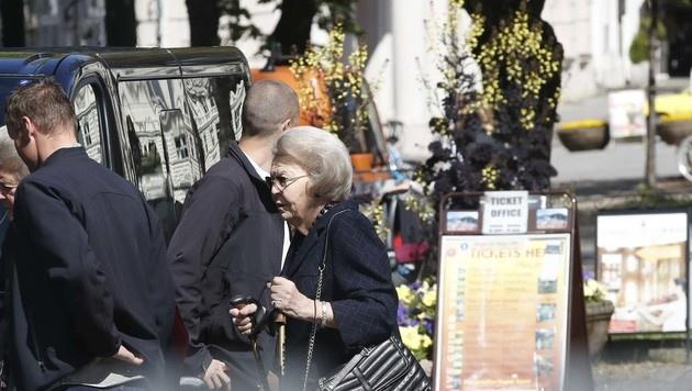 Königin Beatrix kam in der Limousine. (Bild: MARKUS TSCHEPP)