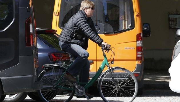 König Willem-Alexander ist mit dem Fahrrad in Salzburg unterwegs. (Bild: MARKUS TSCHEPP)