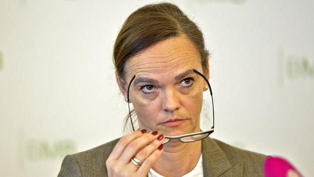 Bildungsministerin Hammerschmid versucht, die Einwände gegen das Schulautonomiepaket zu entkräften. (Bild: APA/HERBERT NEUBAUER)