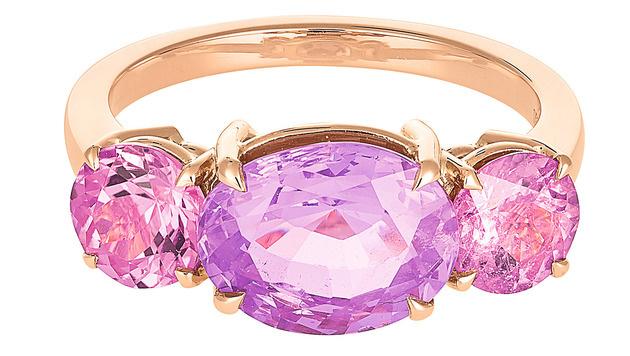 Ring mit einem Saphir und Turmalinen (Bild: A.E. Köchert)