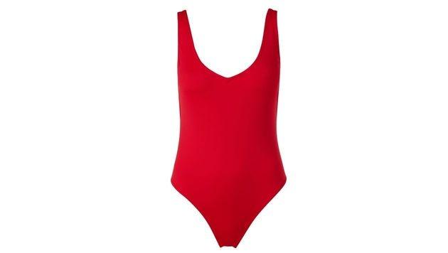 Roter Badeanzug ohne ... (Bild: Calzedonia)