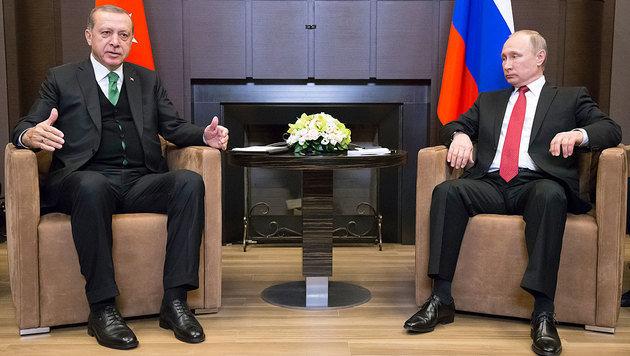 Putin empfing Erdogan in der präsidialen Sommerresidenz in Sotschi. (Bild: AFP)