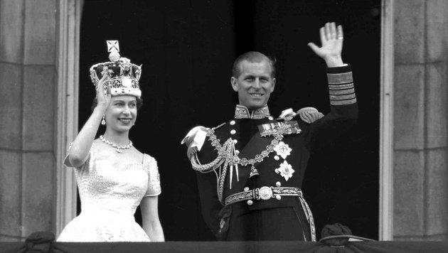 Queen Elizabeth II. und Prinz Philip nach der Krönung 1953 (Bild: AP)