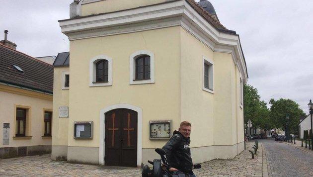 """""""""""Ich gehe sonntags in die Kirche, auch mit Helm!"""" (Bild: David M.)"""""""