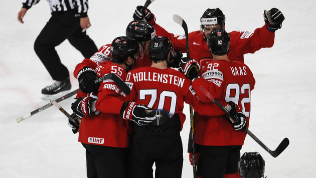 Schweiz startet glücklich, Letten besiegen Dänen (Bild: AFP)