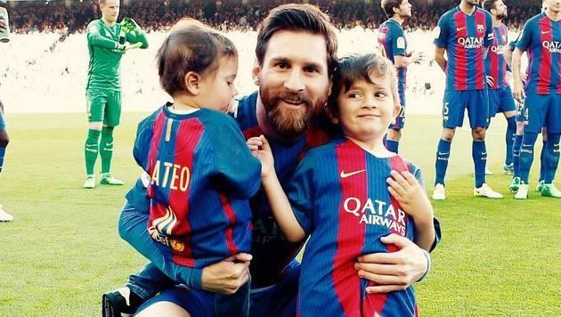 Nach dem 4:1-Sieg gegen Villarreal durften die beiden Söhne von Lionel Messi auch aufs Spielfeld! (Bild: facebook.com/Leo Messi)