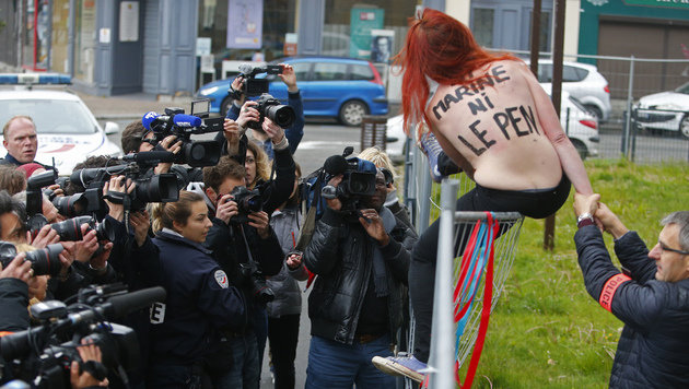 Nackter Femen-Protest in Le-Pen-Hochburg (Bild: Associated Press)