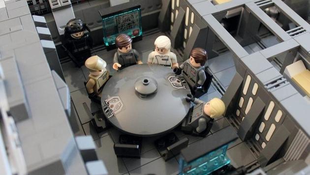 Der Konferenzraum im Inneren des Sternenzerstörers (Bild: imgur.com/doomhandle)